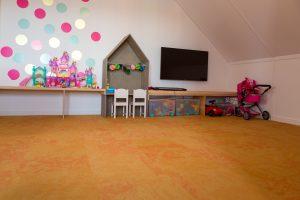 Speelkamer met tapijttegels van Vloerenhandel.nl uit Emmeloord